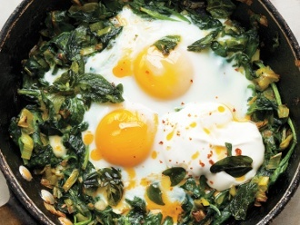 skillet-baked-eggs-with-spinach-yogurt-and-chili-oil-330px.jpg